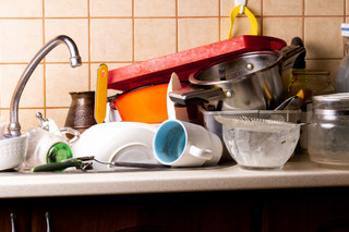 lot-dirty-dishes-lie-sink-kitchen-that-needs-be-washed_7280-1642.jpg